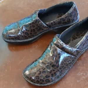 B.o.c faux patent animal print leather Peggy clog